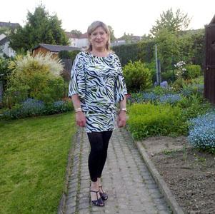 0445-Im Garten (2010)